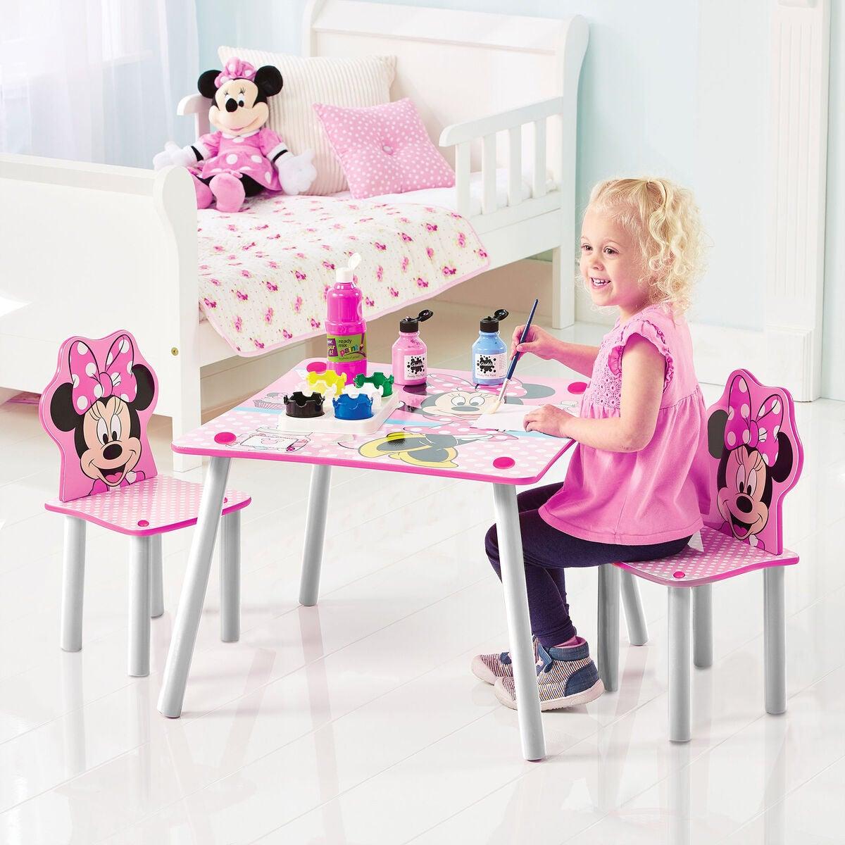 Minnie Mouse bord og stole - Inspiration til indretning af Minnie Mouse børneværelse